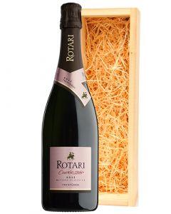 Rotari Cuvée 28+ Rosé in luxe wijnkist